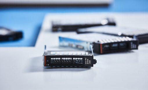 """90Y8649 IBM 128GB SATA 2.5"""" MLC HSE SSD, PN : 90Y8649"""